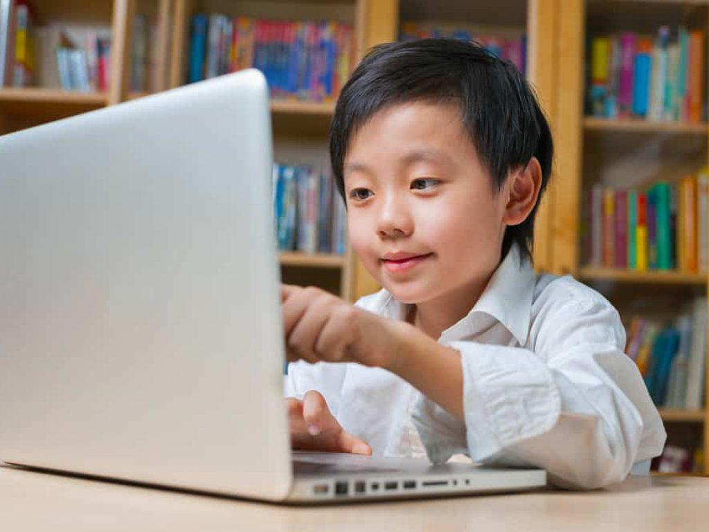Những lưu ý khi cho con trẻ sử dụng thiết bị công nghệ